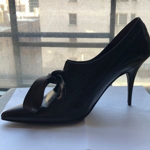 NWOT Hugo Boss Brown Leather heels w/ Satin Bow
